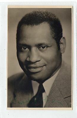 Signed picture postcard of Paul Robeson (C24426)