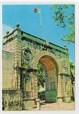 BORDER GATE WITH CHINESE MAINLAND: Macao postcard (C24629)
