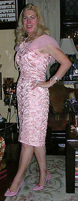 VINTAGE 1950's SILK LINED EMBROIDERED WIGGLE DRESS ft. CHIFFON COLLAR / SIZE 10