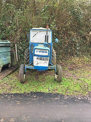 ford 3000 tractor With Log Splitter