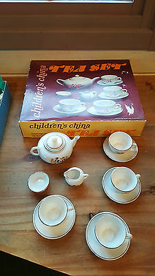 ** Reduced  ** TOY CHINA DOLLS TEA PARTY - Made in GDR