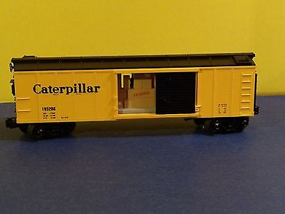 MTH RAILKING, CATERPILLAR OPERATING BOX CAR w/ SIGNAL MAN, 30-79214, O-GAUGE