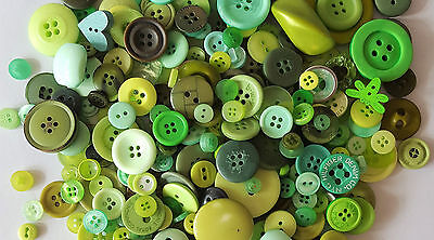 FAST SHIPPING~ 30 Assorted Design Green Buttons Mix Sewing Scrapbooking Craft