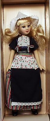 DeAgostini porcelain doll. Costumes peoples of the world. Dutch costume.