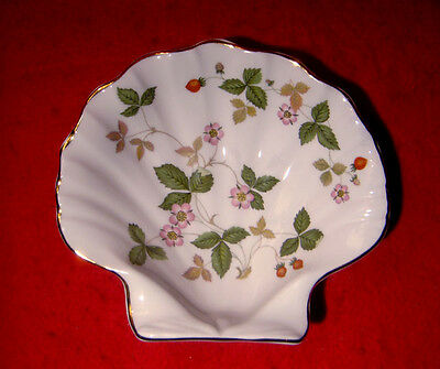 Wedgwood *wild Strawberry* Shell Shaped Dish Made In England