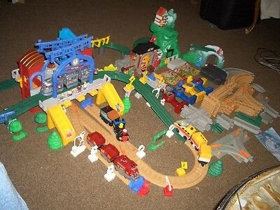 BIG LOT FISHER PRICE Geotrax Train sets Track BUILDINGS  , cars people 150+PCS