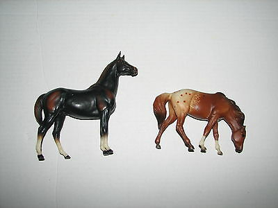 """Breyer Reeves Molding Model Stable Horse Plastic Horse Figures Lot of 2 4"""" 6.5"""""""