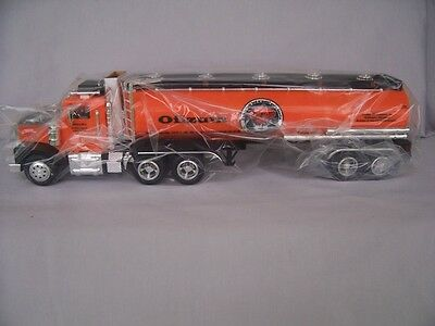 Taylor Trucks 1:32 Oilzum Motor Oil  Coinbank Lights Sounds NIB LE #3 in Series