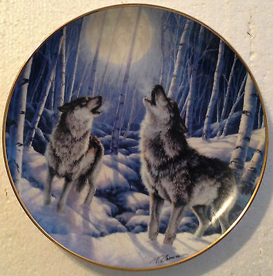 Collectable Wolf Plate 8 1/4 Inches - Arctic Moon - Franklin Mint
