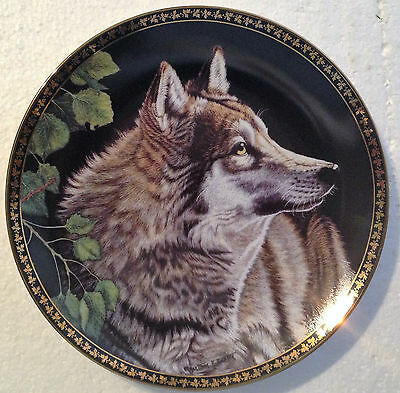 Collectable Wolf Plate 8 1/4 Inches - Silent Pursuit -  Hamilton Collection