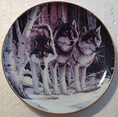 Collectable Wolf Plate 8 1/4 Inches - Wolf Pack = The Franklin Mint