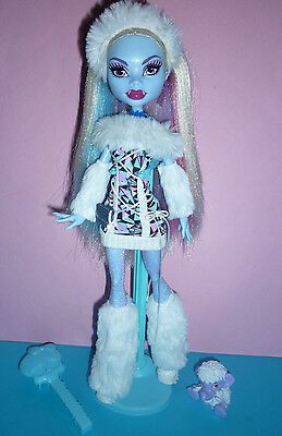 Monster High Signature/Original Abbey Bominable Doll inc Stand, Diary & Pet