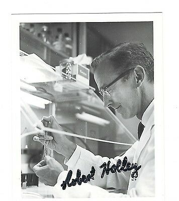 Robert Holley signed photo / Nobel Medicine autographed