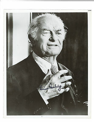 Linus Pauling signed 8 x 10 photo / Nobel autographed