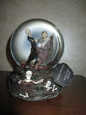 NWT Musical Dancing Skeleton Couple !!Snow Water Globe, Wedding-Anniversary!!