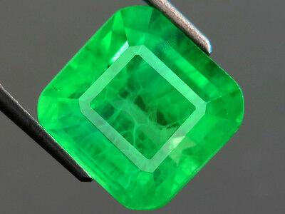 10.95ctLab-created COLUMBIAN EMERALD CHATHUM OCTAGON INDUCED INCLUSION 11.3x11.5