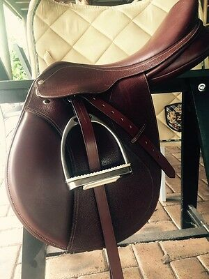 Collegiate Saddle