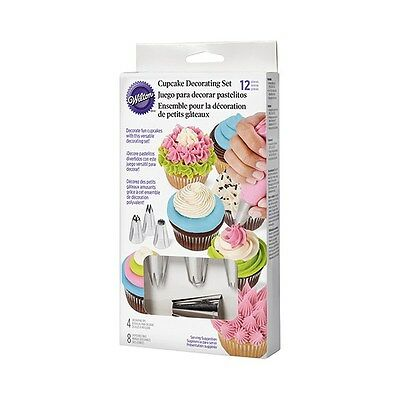 Wilton Cupake cake decorating Set contain 1m 2d 4b 2a tips and piping bags