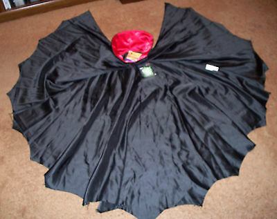 Boys Black VAMPIRE DRACULA CAPE Red Stand-Up Collar & FANGS New Free Ship