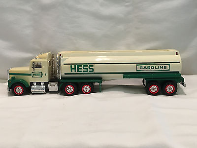 COOL 1990 Amerada Hess Gasoline Truck Tanker Fuel Oil Toy Petroliana Nice Shape2