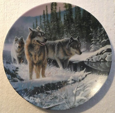 COLLECTABLE WOLF PLATE 8 1/4 INCHES - WINTER TRAVELERS by KEVIN DANIAL- BRADEX