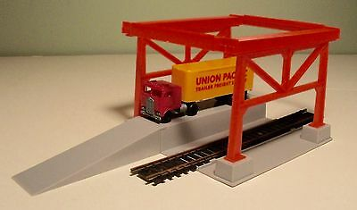 Tyco HO Scale Piggyback Loader and Unloader Depot For Parts Only