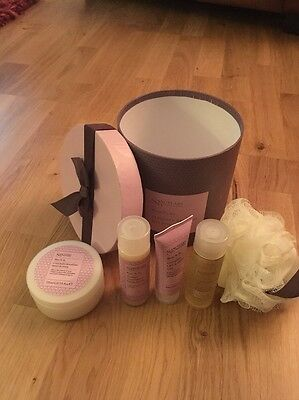 Sanctuary Mum To Be Ultimate Retreat Hat Box Gift Set with Body Puff