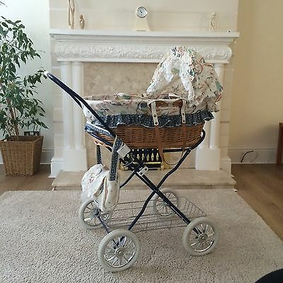 Children's Dolls Pram Moses Basket With Changing Bag