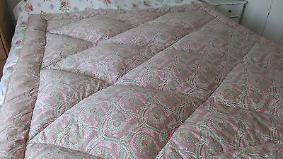 Original Vintage DOUBLE Eiderdown in Ex Cond , Paisley pattern in pinks/greens.