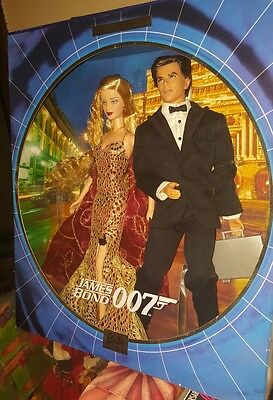 James Bond 007 Ken And Barbie Giftset 2002 NRFB- COLLECTORS