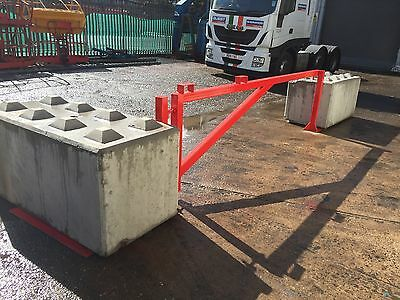 Security gate / temporary barrier gate / site safe