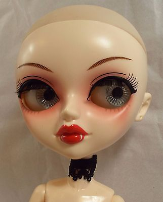 NUDE Tangkou Vampire Doll by 6th Sense NO WIG or accessories VGC CCE