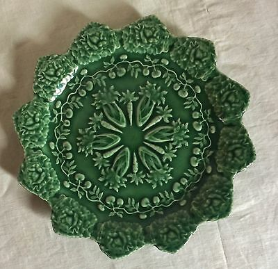 """Bordallo Pinheiro deep green salad plate,scalloped with embossed celery.8 1/4"""" d"""