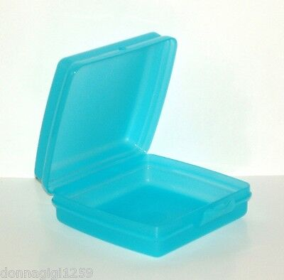 Tupperware Square Sandwich Keeper with Hinged Top - Cool Aqua