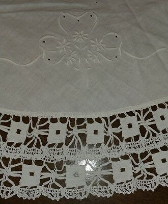 """VTG Round Embroidered Linen Tablecloth/Doily Crochet Lace 40""""Table Topper (#56)"""
