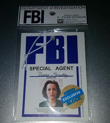 X-Files FBI hanger tag - Special Agent Mulder & Scully - Nerd Block Exclusive