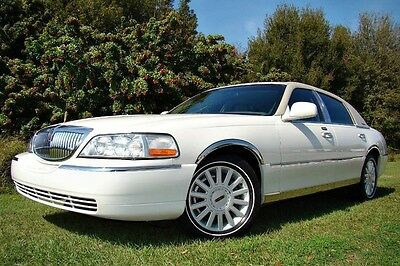 2005 Lincoln Town Car Signature Sedan 4-Door 2005 LINCOLN TOWN CAR ONLY 18,000 MILES! LIKE NEW! 1 OWNER! FLORIDA OWNED!