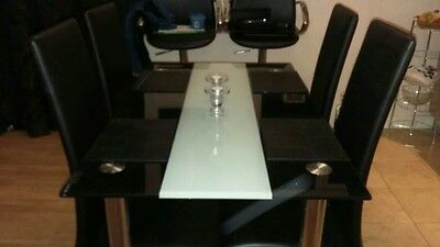 Glass dining table with 4x chairs - good conditin