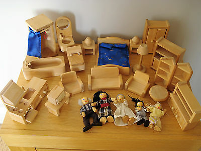 WOODEN DOLLS HOUSE FURNITURE &  5 FIGURES  BUNDLE COLLECTION Playset 22 pieces