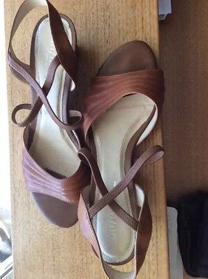 LADIES LEATHER SHOES Size 8/9
