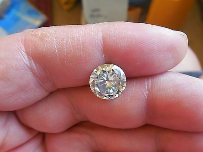 3.20 CT VVS2 10.20 mm Fiery Off White Yellow Color Round Cut Loose Moissanite