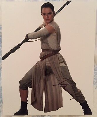 DAISY RIDLEY SIGNED 8 x 10 ORIGINAL PHOTO! STAR WARS: THE FORCE AWAKENS!
