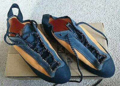 Millet lace up climbing shoes - Size8