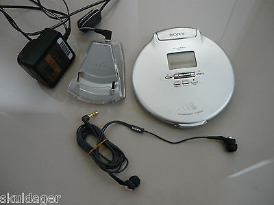 Rare Sony D-NE920 mp3 CD discman walkman with UK AC charger and Sony MDR-EX70