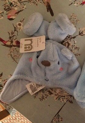 Baby boys hat and mittens