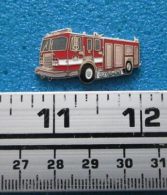 OUTREMONT INCENDIE FIREFIGHTING FIRE TRUCK FIREMAN POMPIER  PIN # po-122