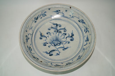 Rare Vietnamese Annamese blue and white large plate flower motif