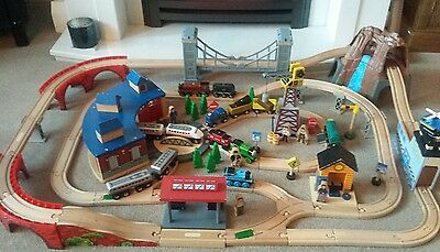 Large wooden train set 7kg 14 trains + Thomas percy  Roundhouse turntable crane.