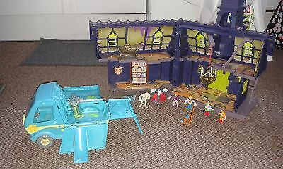 Scooby Doo Haunted Mansion, Mystery Machine and Bundle of Scooby Doo Figurines