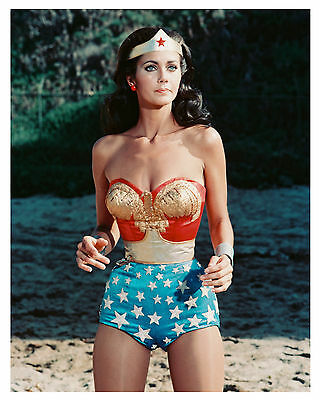 (WONDER WOMAN) LYNDA CARTER- 8x10 Glossy Photo-a-